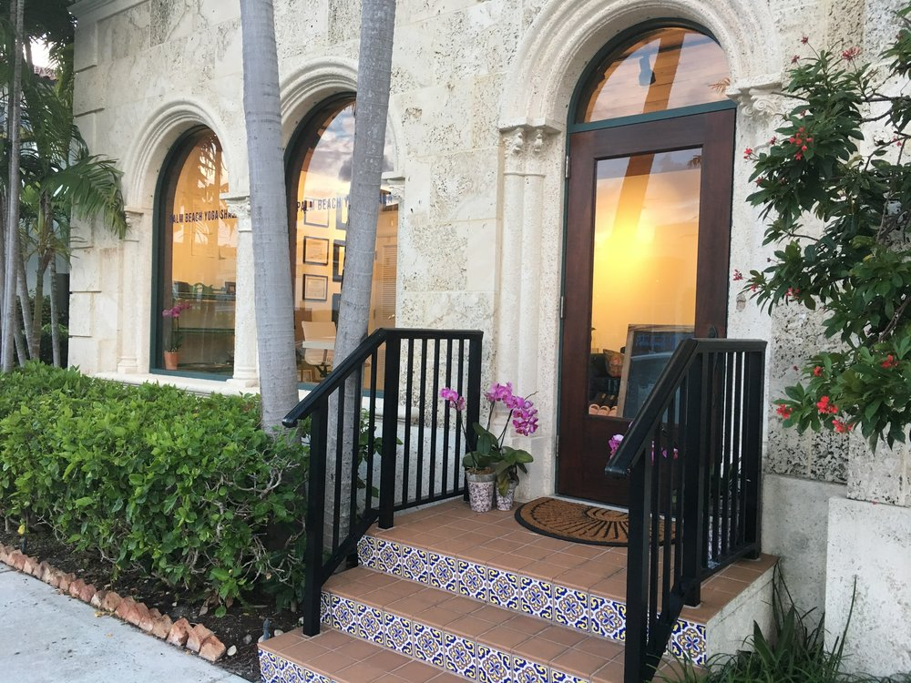 The entrance on Peruvian Avenue to Palm Beach Yoga Shala. The studio is upstairs.