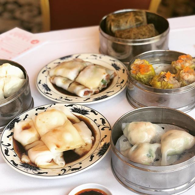 I ❤️ dim sum. This, sushi and fries would be my last meal on earth if anyone wanted to know?! Bethany wanted to have dim sum for her 18th birthday 🙌🏼🙌🏼🙌🏼 so proud of my girl 😂 we went to China Town in DTLA, actually my first time I've had to get down there, and we had a great traditional dim sum, carts n all !! at Ocean Seafood restaurant, recommended by my fabulous hair colorist @_nicholaslangley_ 🙏🏼