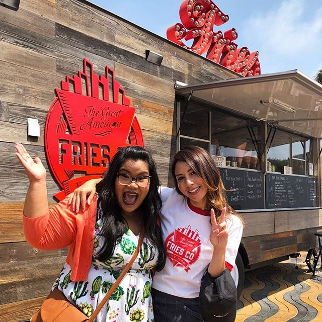 Sooooo happy that this amazing lady @jeneatslife came down to visit our fries truck @greatamericanfries 😘🙌🏼🙌🏼🙌🏼🍟 you can watch all about it today between 12-2pm on the @tastemade IG story takeover!! Thank you Jen and Tastemade 💓 come back soooooooon me and my awesome fries team miss you!! . . #teamfries #greatfries #fries #santamonica #california #greatamericanfries #fryyay #fryday