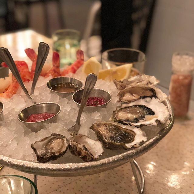 Ah bliss!!! Fresh oysters 💗 and shrimps 🦐 I could eat seafood every day! And a portion of my fries of course 🤣🍟 . . . #oysters #seafood #santamonica #blueplateoysterette #yum #shrimp #instafood