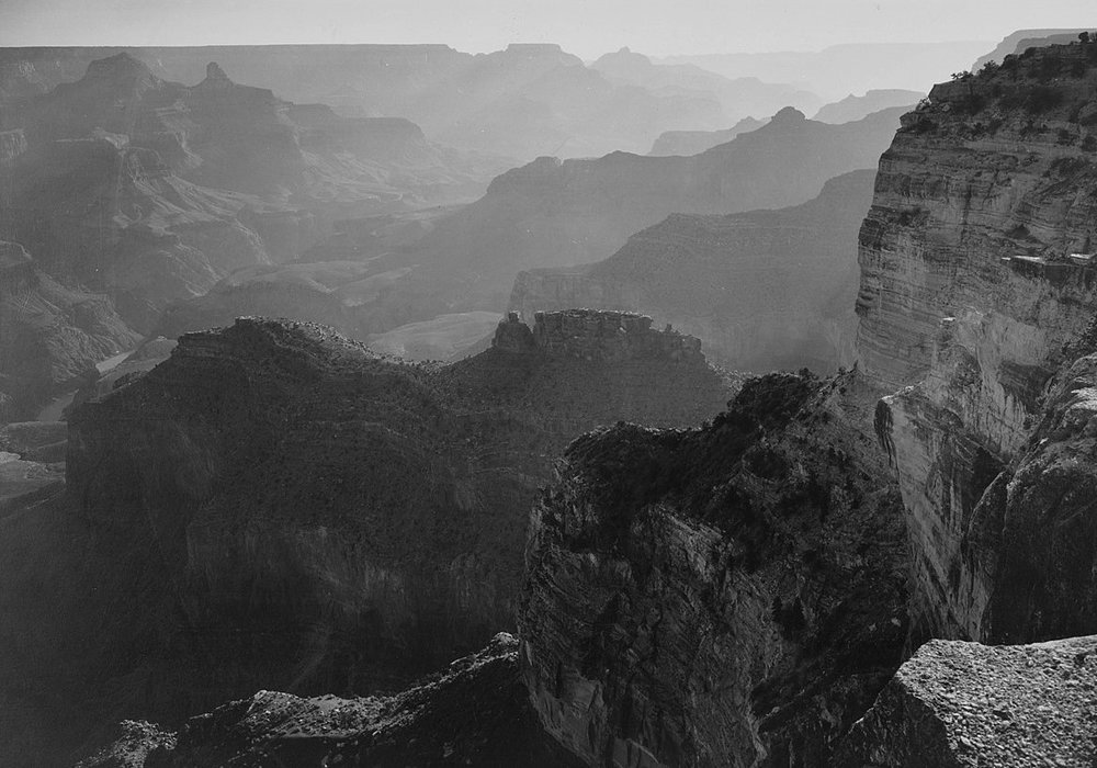 B 1200px-View,_looking_down,__Grand_Canyon_National_Park,__Arizona,_1933_-_1942_-_NARA_-_519879.jpg