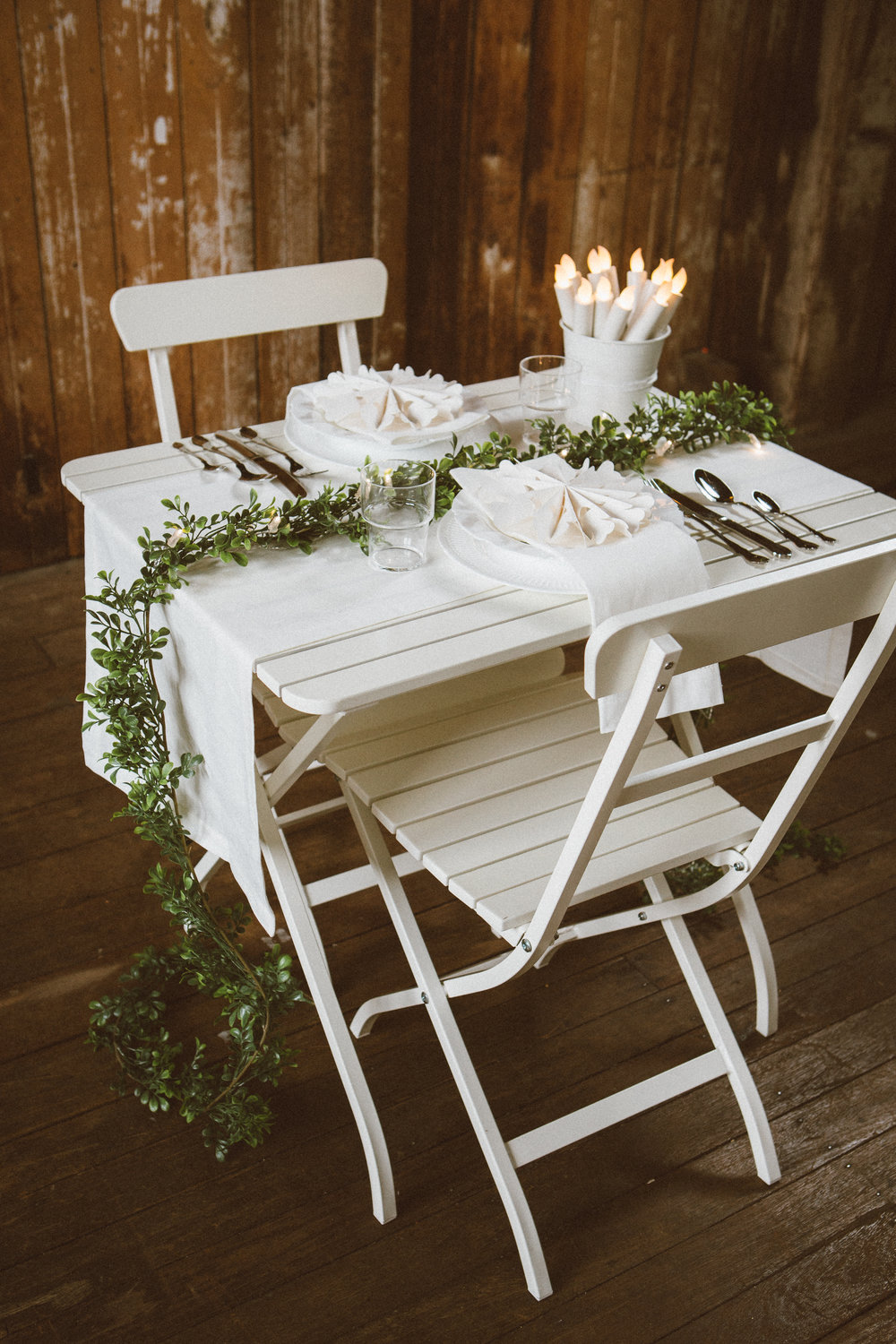 Table Setting 1_Wood&Garland_Edit1-18.jpg
