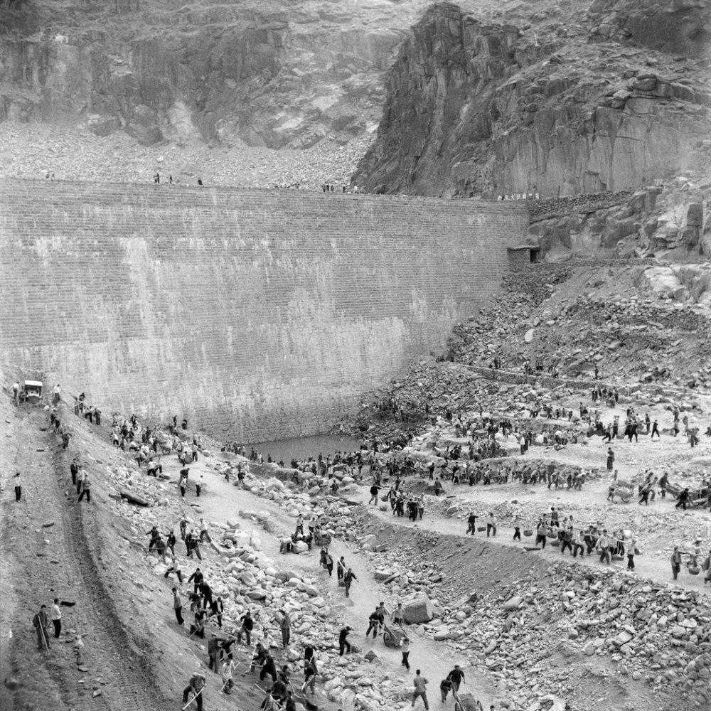 Building Shimen Reservoir