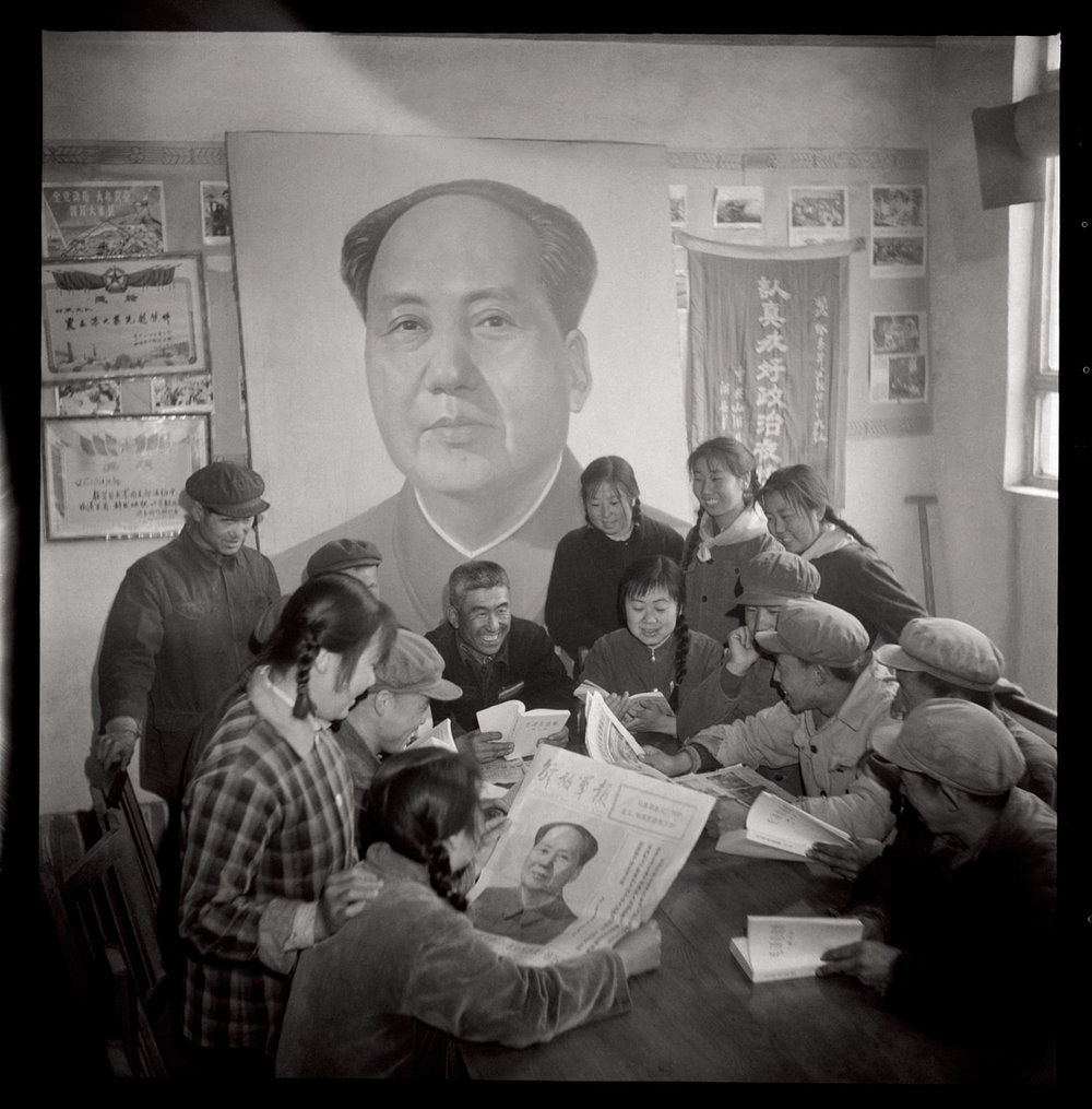 Yujing Commune Party Secretary Shen Haiming organizing local youth to study Mao Zedong Thought