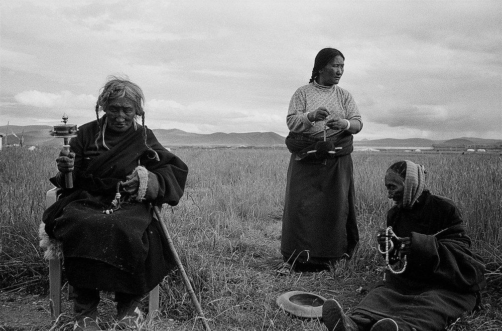 Three women on the plains, SichuanThree women on the plains, Sichuan