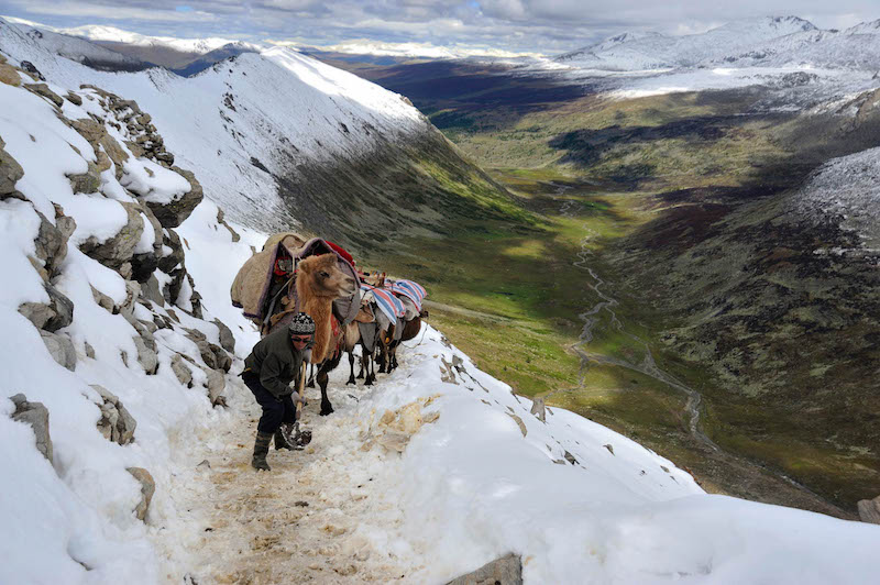 Bahethan Aset (Kazak) - Crossing over the Nurt Mountain