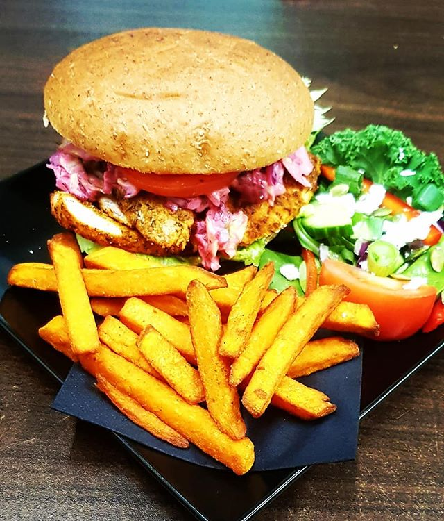 Cajun Chicken Breast Burger on a wholemeal barm, mixed leaves & pink slaw.. perfectly combo'd with sweet potato fries & a mixed side salad 🍗🍟🍔👌🏽💕 #magic #food #healthyfood #healthy #foods #healthylifestyle #fitness #foodporn #foodie #instafood #gym #fit #health #healthyeating #diet #yummy #nutrition #motivation #weightloss #workout #fitnessmotivation #foodphotography #foodblogger #eatclean #love #cleaneating #delicious #instagood #fitfam #bhfyp