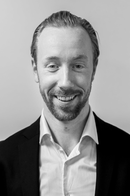 Ronni J. Toftegård , Founder, Director Sales &Products, uddannet fysioterapeut og har siden specialiseret sig i smerte. Han var én af hovedmændene bag MyEnergy ved A. P. Møller Mærsk, hvor han var med til at ændre sundheden radikalt blandt medarbejderne på Esplanaden. Endvidere er han en aktiv foredragsholder landet over samt en yndet skribent ved b.la. Berlingske Media og Fit Living.