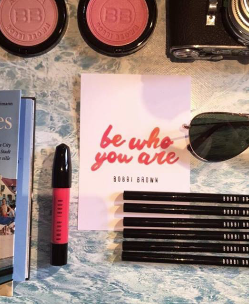 Bobbi Brown Flatlaystation Lettering