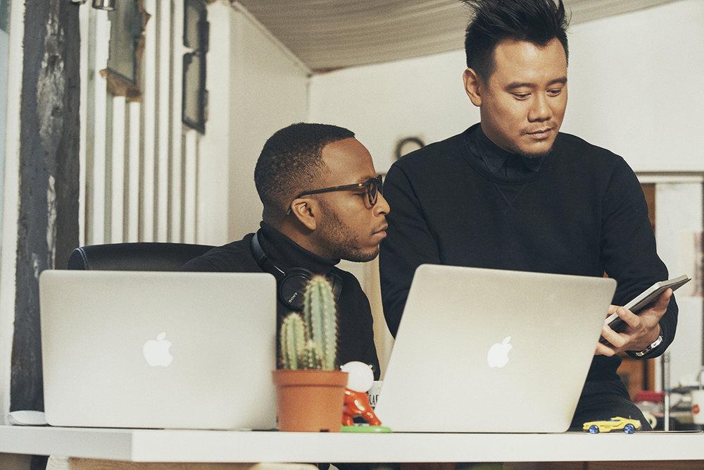 De gauche à droite  :  Williams Bernard  , Lead Développeur   /  David Maire  , Chef de projet