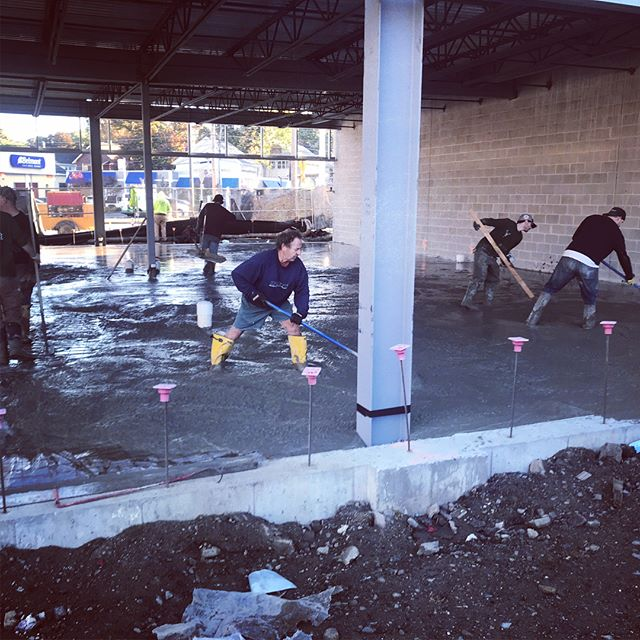 Concrete pour. 95 yards. 6:00am start. 11pm finish. #concrete #concretefloor #concretepour #flatwork #masonry #concrejungle #arquitecture #modernarquitecture #arquitectura #arquitecturamoderna #flow #flowable #solid #process #polishedconcrete #concretefinisher #plumbing #newconstruction #builder