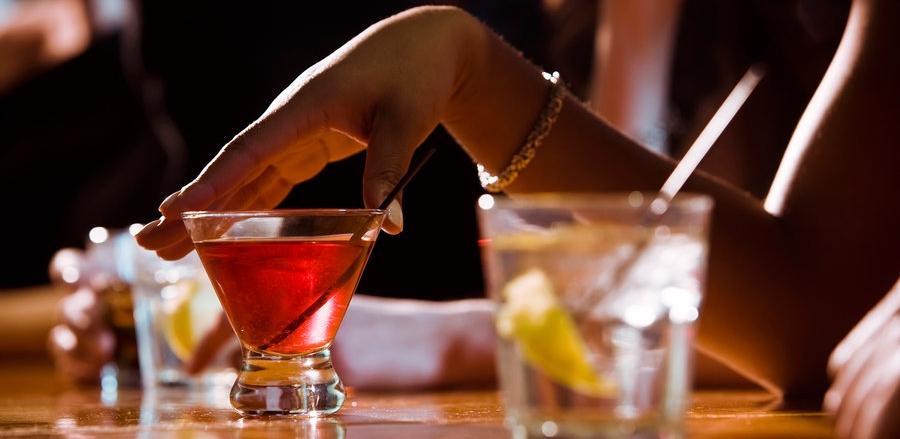 drinking-woman_custom-c99051ca4f7f22bdb3a633c090b795ac0eeeeaaf-s900-c85.jpg