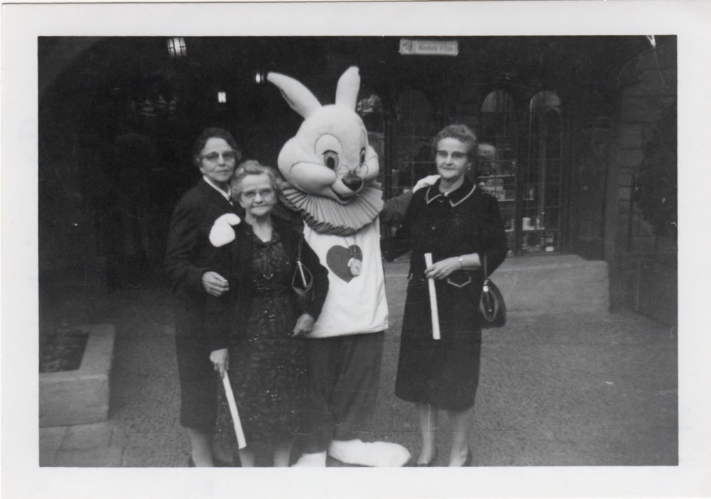 Disneyland, 1965 - The White Rabbit (Alice in Wonderland)