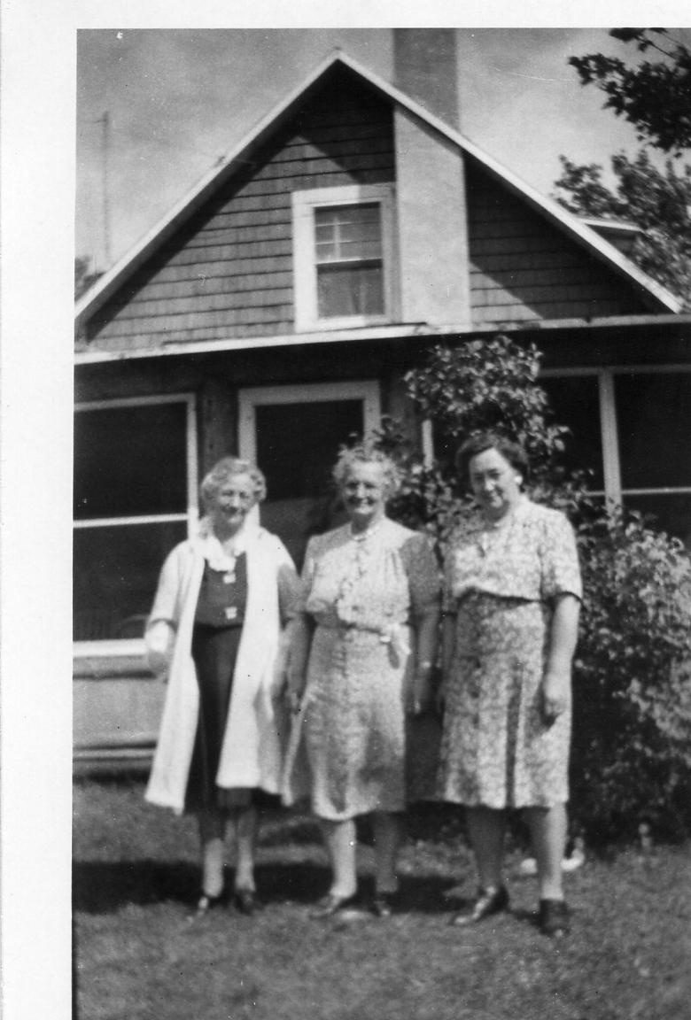 Lydia Schmidt McNamara (L), Elvira Zenner Gundlach (M), Alma Ratz Hanley (R)