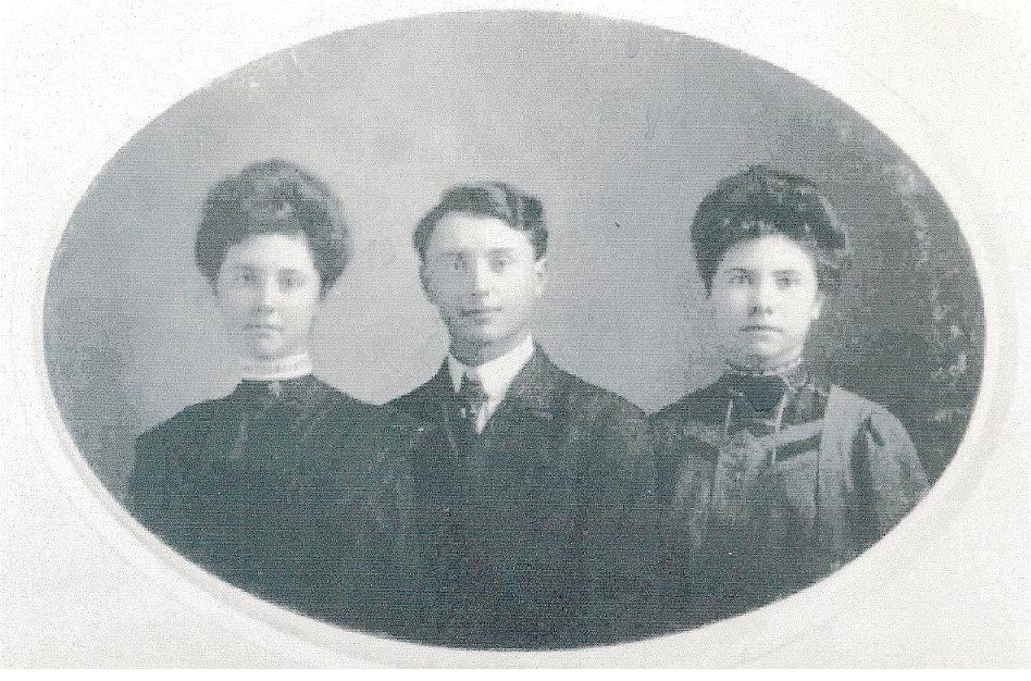 """Elsie, Wilburn, and Bessie Crothers""    Photo Courtesy of: blueheron0 (ancestry.com)"