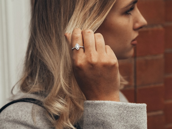 Robyn dia ring EDITED -min.jpg