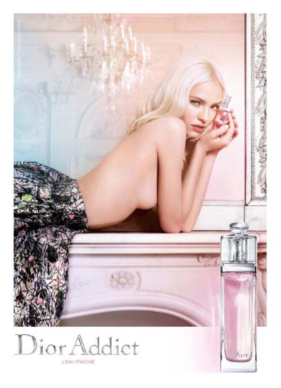 7postmagazine-n5-women-alena-050715vc40.jpg