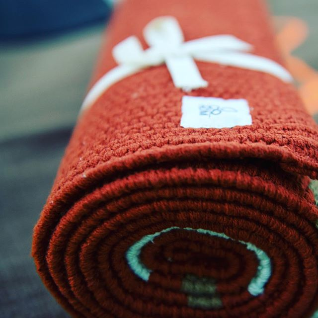 Handwoven yoga mats made with organic cotton and natural dyes. Bring a new kind of mindfulness to the mat 👌🏼