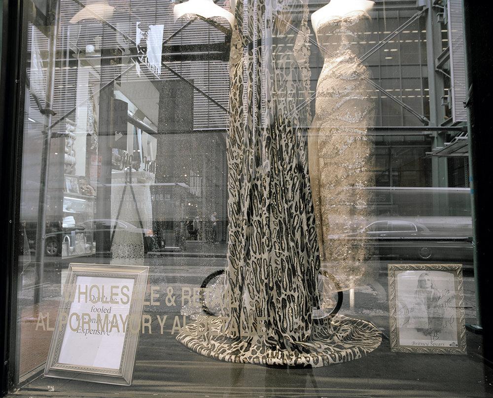 """Lorna Bauer, Sans titre (Garment District) , 2012, impression au jet d'encre archive sur papier d'art, 24"""" x 30"""" (61 x 76 cm)."""