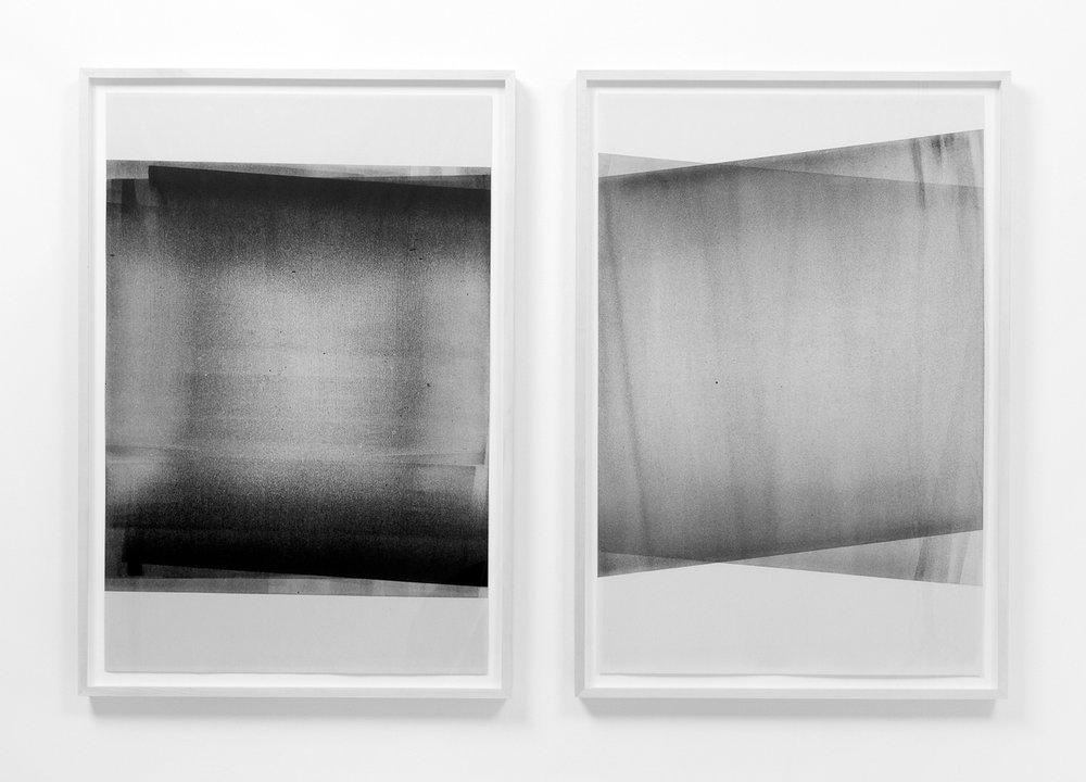 """Jim Verburg,  Untitled Diptych (reflected/repeated #1 et #4),  2014, encre à base d'huile sur papier journal, 91 x 61 cm (36"""" x 24"""") chacun"""