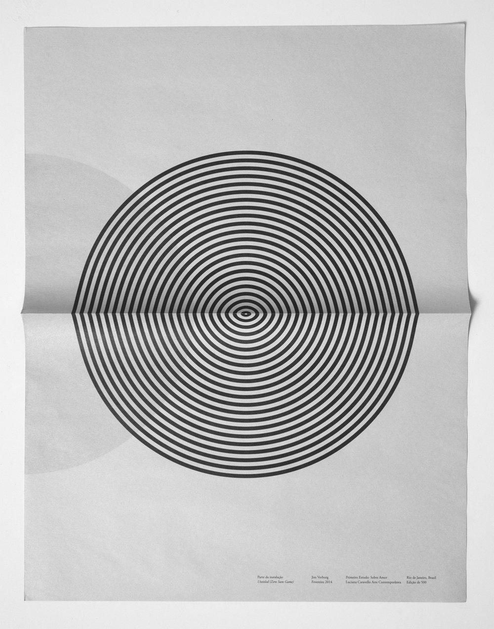 """Jim Verburg, Untitled (Zero Sum Game), 2011, journaux pliés empilés, dimensions variables, 35"""" x 22"""" (89 x 56 cm) ouverts."""