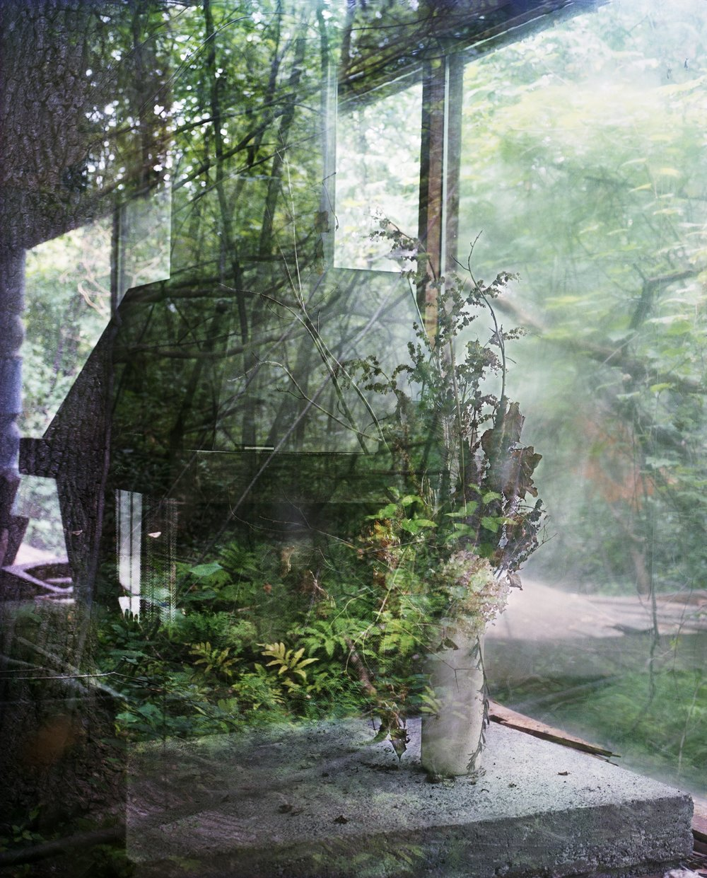 "Lorna Bauer, A Time Capsule, a True Abode 1, 2017, impression jet d'encre, 40"" x 32"" (102 x 81 cm)."
