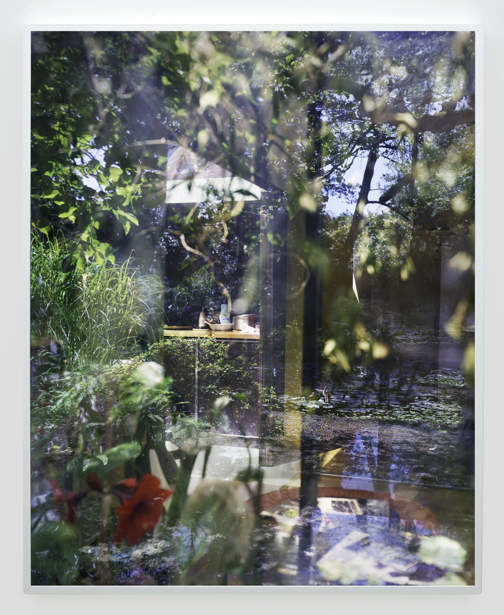 """Lorna Bauer, Cobblestone Gardens #4 (d'après Arthur Erickson), 2016, impression jet d'encre,50"""" x 40"""" (127 x 102 cm)"""