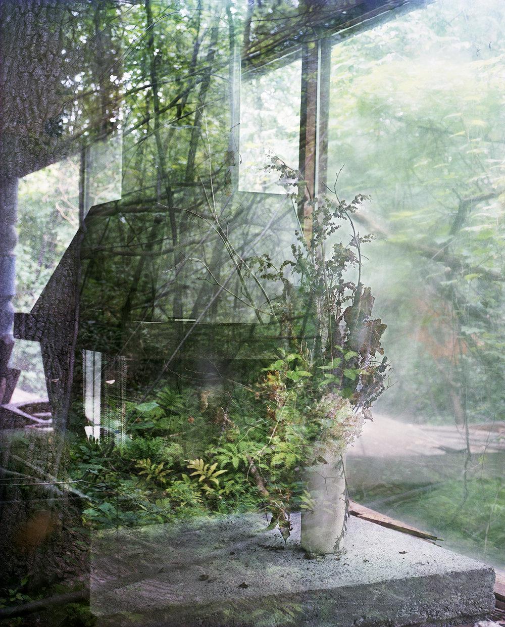 "Lorna Bauer,  A Time Capsule, a True Abode 1,  2017, impression jet d'encre,40"" x 32.2"" (102 x 81 cm)."