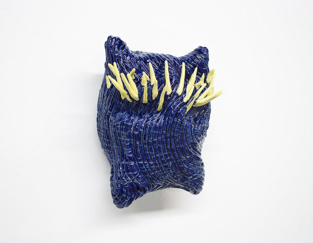 """Philippe Caron Lefebvre,  Bleu Roi , 2018, céramique et glaçure, 10"""" x 7,5"""" x 5,5"""" (25.5 x 19 x 14 cm)."""