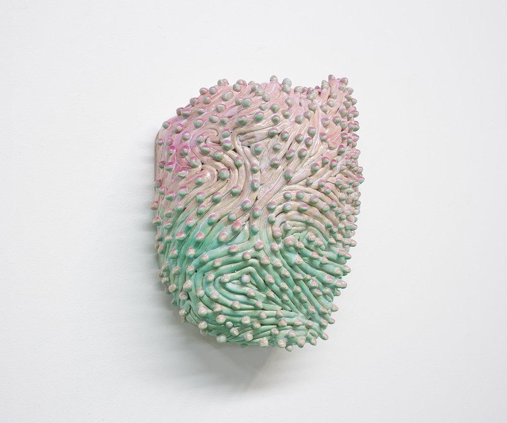 """Philippe Caron Lefebvre,  Katy Perry's palette , 2018, céramique, glaçure et peinture aérosol, 12"""" x 10"""" x 6"""" (30.5 x 25.5 x 15.5 cm)."""