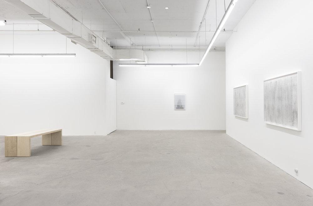 Jim Verburg, vue de l'exposition  Whatever Form This Moment Takes , 2018, Galerie Nicolas Robert, photo : Jean Michael Seminaro