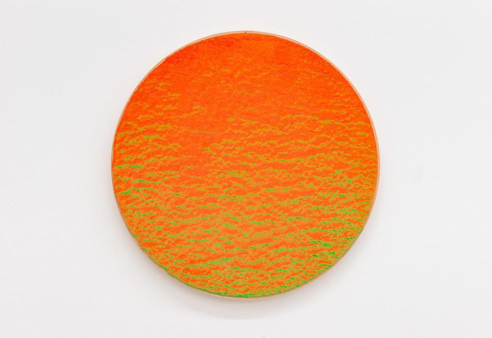 """Pierre Julien,  In The Deepest Oceans-B16 , 2018, stucco et peinture aérosol sur bois, diamètre : 41 cm (16"""")."""