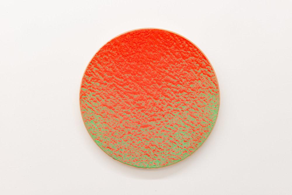 """Pierre Julien,  In The Deepest Oceans-B9 , 2018, stucco et peinture aérosol sur bois, diamètre : 41 cm (16"""")."""