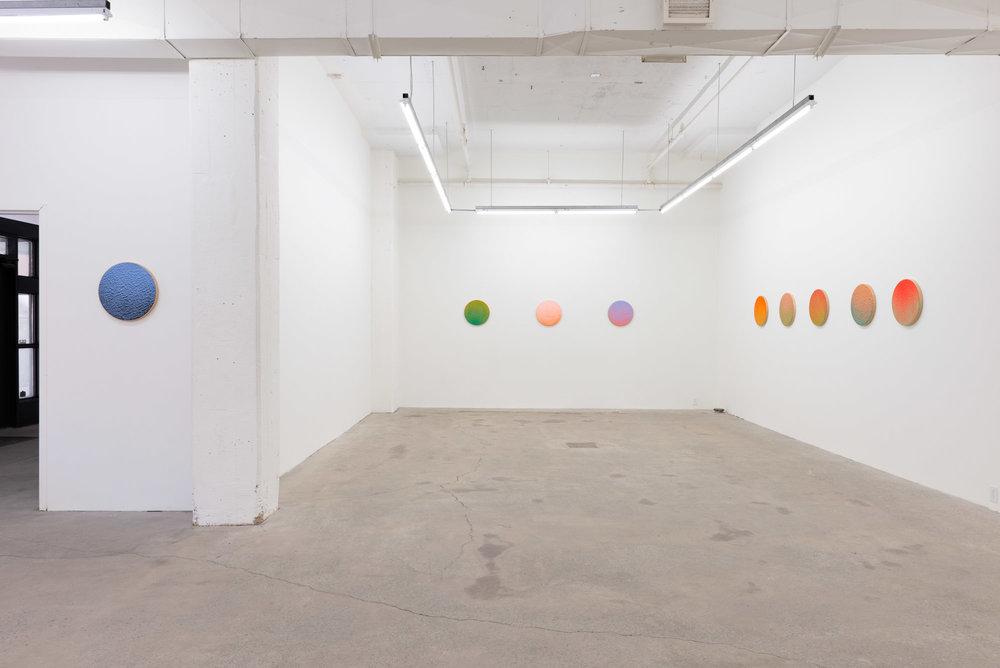 Pierre Julien,  In The Deepest Oceans , 2018, vue d'exposition, Galerie Nicolas Robert, photo : Jean-Michael Seminaro