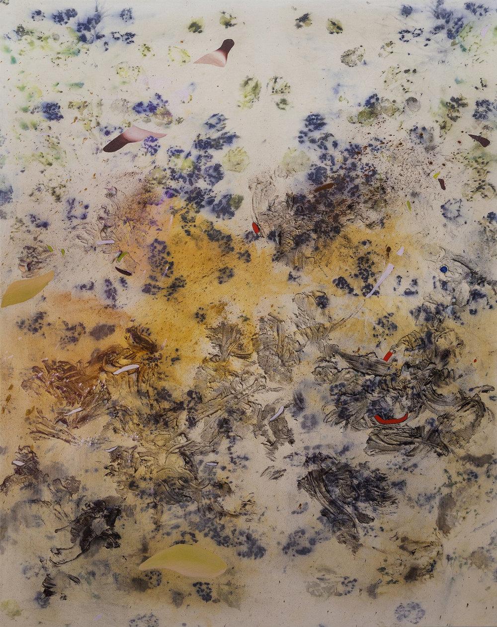 """Gillian King, Iron Yolks,  2018, médium à cire froide, huile, pigments bruts et divers matériaux végétaux (roses, fougères d'iris, peaux d'oignon, fleurs sauvages, et sédiments de rouille) sur toile, 154 x 122 cm (60"""" x 48"""")"""
