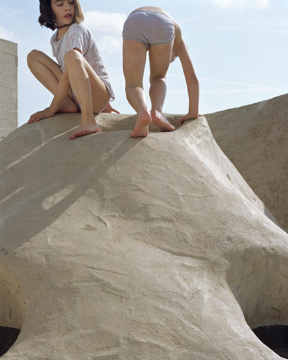 """Lorna Bauer,  Unité d'habitation #2 , 2018, impression pigmentée, 50"""" x 40"""" (127 x 102 cm)"""