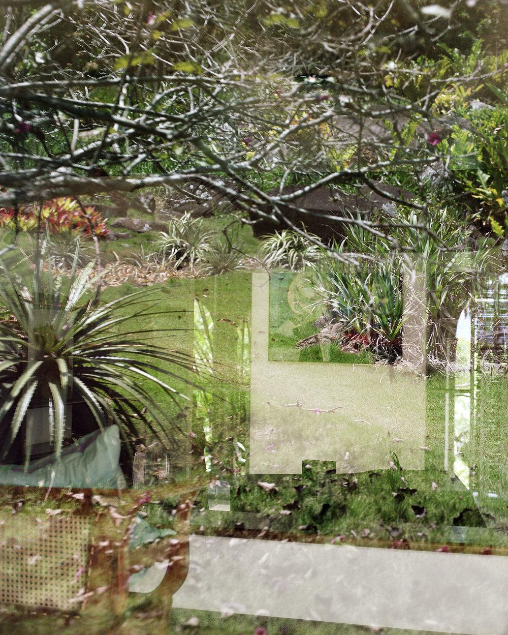 "Lorna Bauer,  Studio and garden , 2018, impression pigmentée, 50"" x 40"" (127 x 102 cm)"
