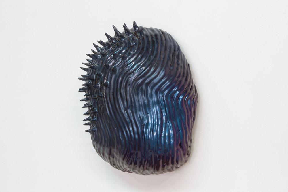 """Philippe Caron Lefebvre,  Classic shiny-shiny,  2017, céramique, glaçure et peinture, 12 x 28 x 21 cm (5"""" x 11"""" x 8"""")"""