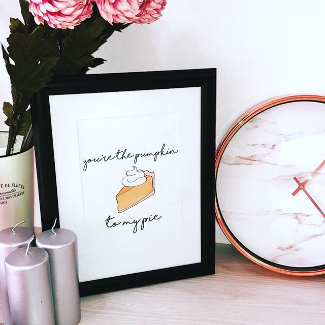 Who doesn't love pumpkin pie? I've just added some cute autumn prints to my #etsyshop for you to download - link in bio #etsyseller #autumn #fallprints #pumpkinpie #sweet #digitalprint
