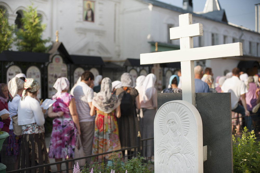 Pilgrims queuing  to venerate the relics of Sts Peter and Fevronia, Murom, July 2013