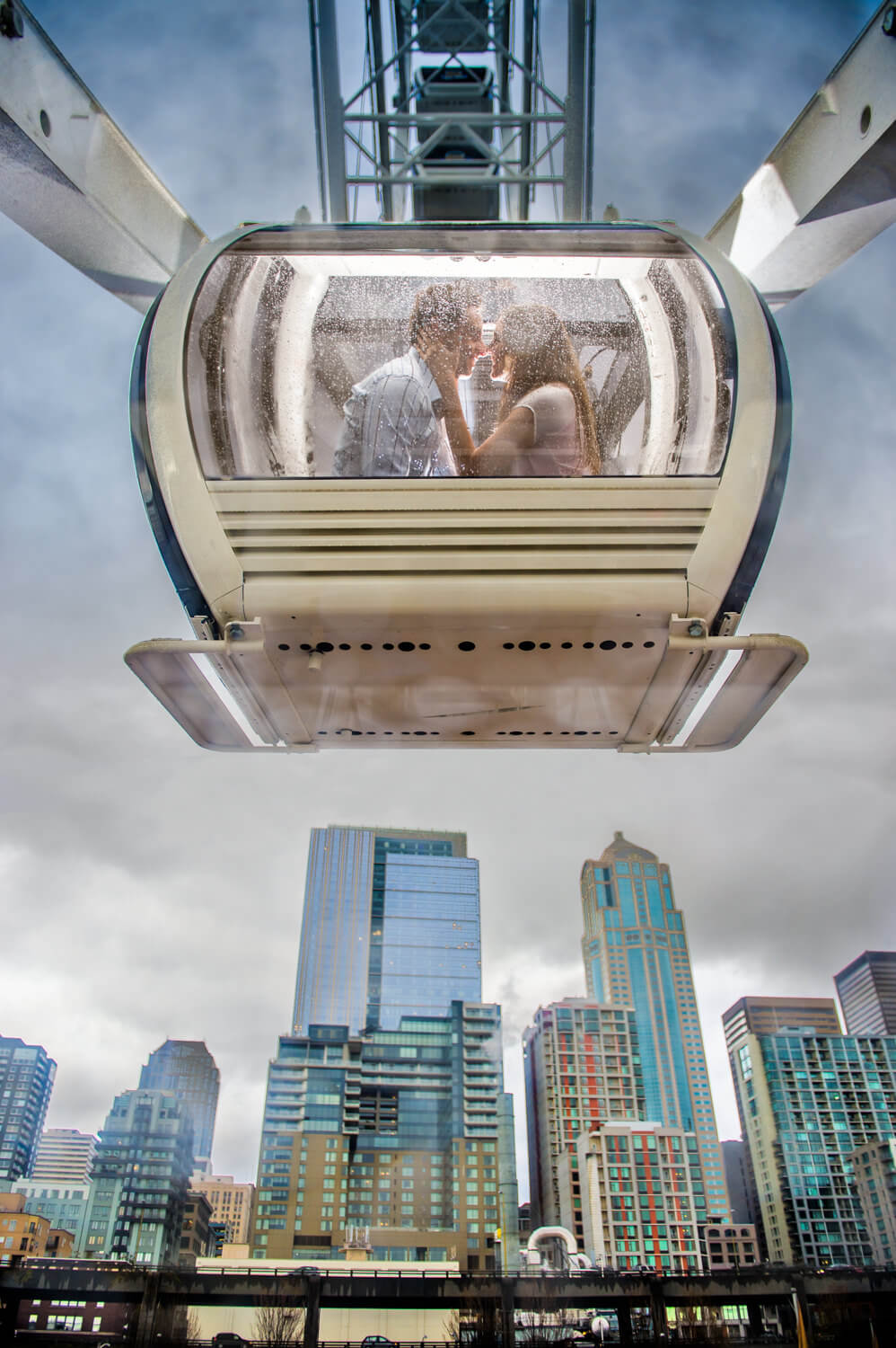 Engagement photos in Seattle's Great Wheel