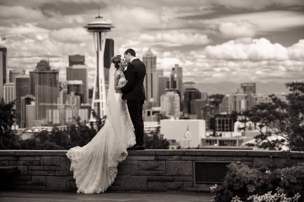 wall-kerry-park-bride-groom.jpg