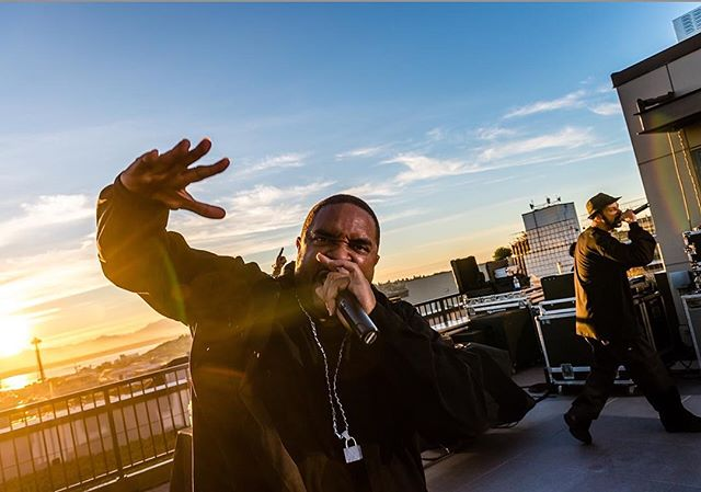 Rooftop concert by the legendary mix-a-lot. Rapper? Totally but he's a wicked sharp comedian and entertainer! #seattle #broadway #posse @101bwy @therealsirmixalot @blantonturner