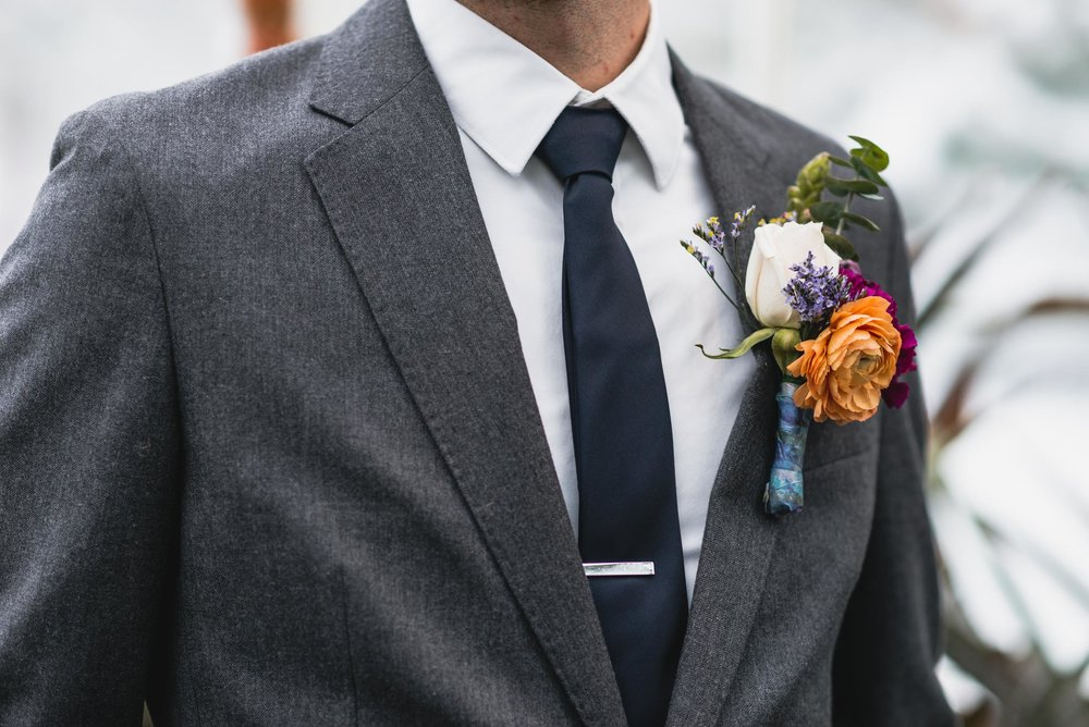 Groom details in conservatory