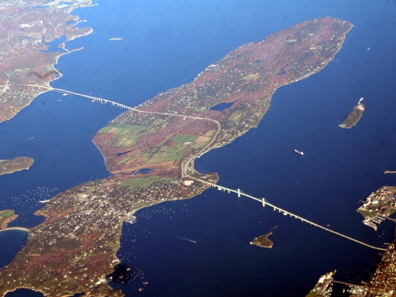 Newport_Bridge,_Narragansett_Bay.jpg