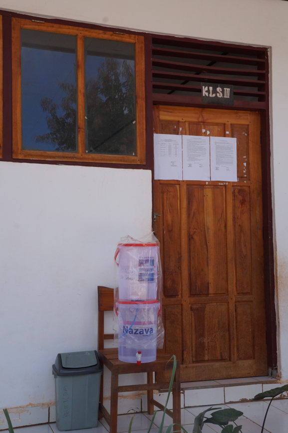 NAZAVA WATER FILTER AT LOCAL SCHOOL ON SABU ISLAND. PHOTO CREDIT: SANTA CLARA UNIVERSITY