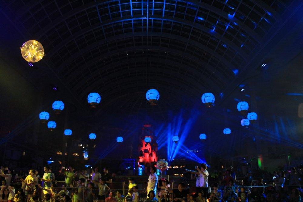 Flying Lanterns-Airstage-John-R-Barker