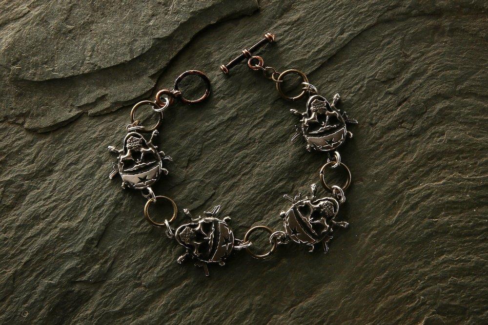 skull_bracelet.jpg