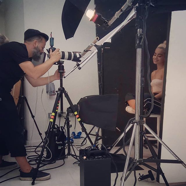 BTS day 2 of 3 on a beauty shoot for a great cosmetics company.  #bts #beauty #beautyshoot #modellife #model #shootlife #red #redcameraoperator #redcameras #commercialshoot #commercial #beautycommercial #cosmetics #cosmeticscommercial  #reddragon #director #commercialdirector #contentdirector