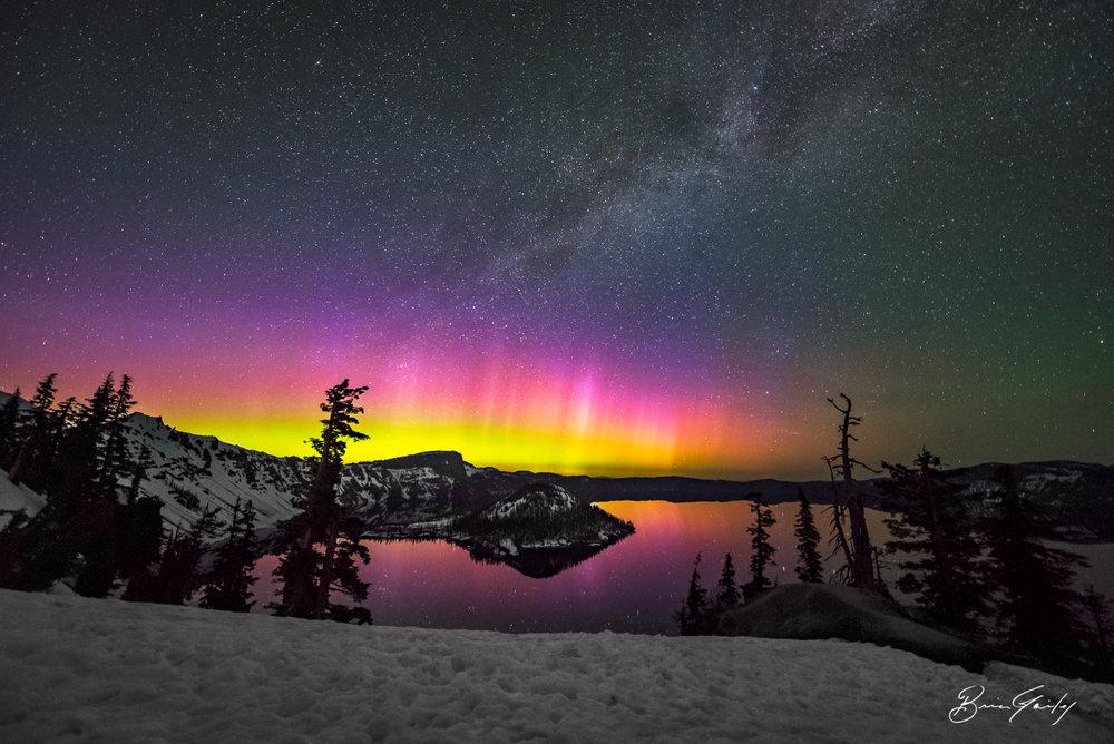 A strong 7.67Kp Auora Borealis illuminates the night sky over Crater Lake NP, Oregon. BrianGailey.com